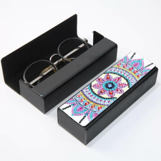 Gyémántszemekkel díszíthető szemüvegtok 4.